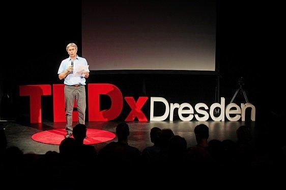 2016_TEDxDD_Schirmherr_Mueller-Steinhagen02_by_Amac_Garbe_lr.jpg